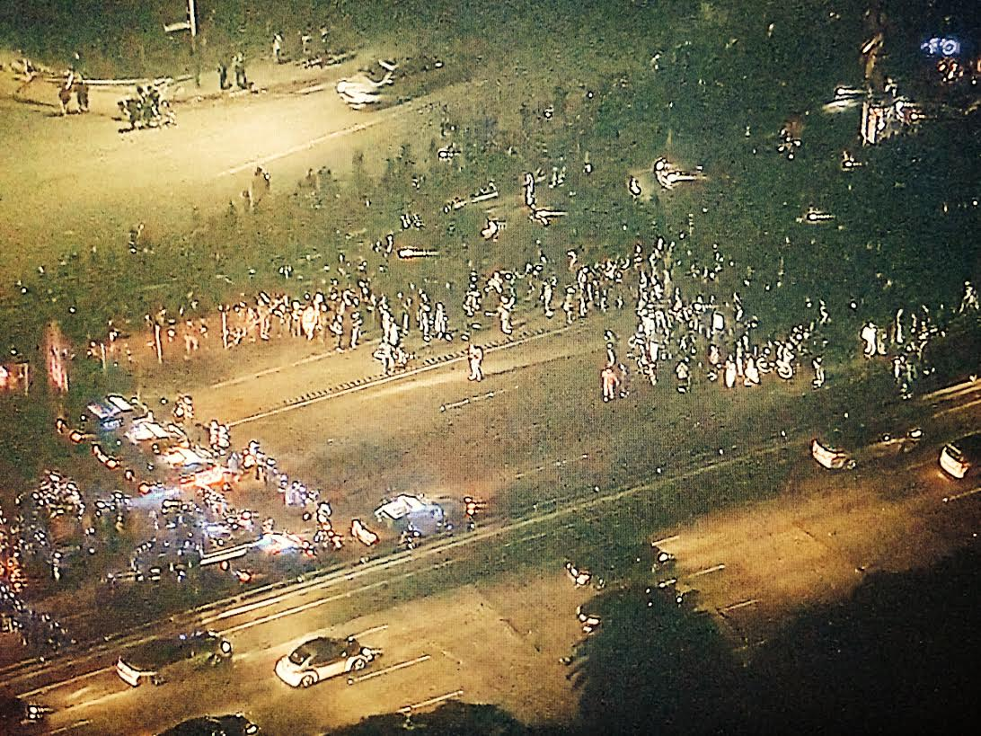 Police stand-off w/ #Oakland protestors. Protestors have taken over westbound 580 fwy. Aerials from @CBSSF chopper http://t.co/agr7yJ2EQC
