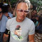 Микки Рурк рассказал, почему ему приглянулась футболка с Путиным http://t.co/MQkv06iEnm http://t.co/3BWB2ZnwGm