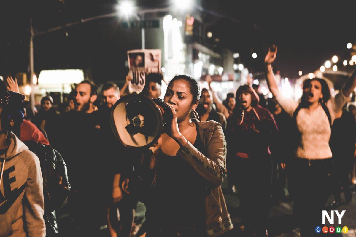 Photos: #FERGUSONNYC RALLY IN #HARLEM http://t.co/XLjGg34Ial via @nyclout http://t.co/V3jwKy5pAV