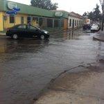Así avanza el agua por las calles de #Copiapó, ciudad en sequía. @RADIONOSTALGICA @radiomaray @aldoortiz1 http://t.co/nU5O8iPXKe