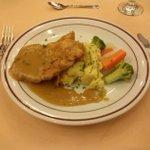 Nah .. menu utama Chicken Steak with Mashed Potato & jardiniere of vegetable #PelatihanTableManners @BentaniHotel http://t.co/4U7o3HN4hm