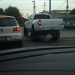 Mucha camioneta, poca educación vial..@Trafico_ZMG @GDLFollow http://t.co/als3soOPy4