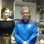 Франк Веркаутерен, как и обещал, приехал в самарский музей футбола и с удовольствием слушает экскурсию http://t.co/EJicWwccbL
