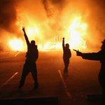Indignación en Estados Unidos por el veredicto de caso Brown http://t.co/PlCd8wY9A1 http://t.co/GZ904IK9la