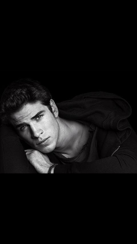 Jsuis la seule a le trouver magnifique ??♥#LiamHemsworth http://t.co/y8KveACTk2