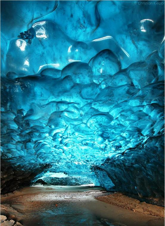 A place where you can walk underwater. Skaftafell Ice Cave - Iceland #TakeMeThereTuesday #ttot http://t.co/ZN3LibSlH8