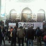 Concentracion en #Zaragoza por la libertad de Alfon #EstamosconAlfon #AlfonLibertad http://t.co/EXG1StBeKd