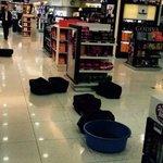 🔴🔴#JarasScoop :مياه اﻷمطار تسربت إلى القاعات والسوق الحرة في مطار بيروت الدولي 🛀🚿🏊☔🚣 http://t.co/pmbCZ6szWb