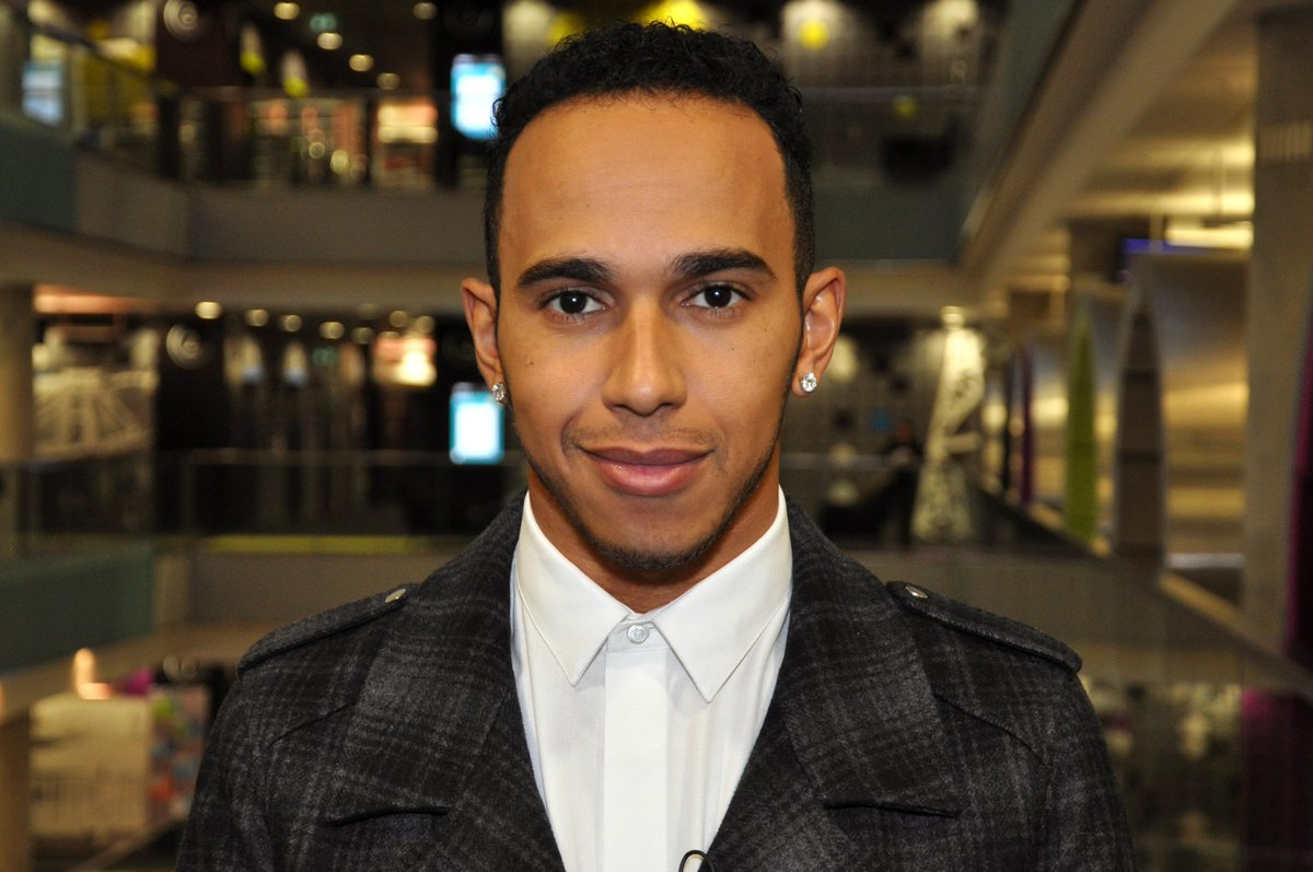 Tonight at 6pm press red for an extended @BBCSport interview with F1 World champion @LewisHamilton #TeamLH http://t.co/JanHLeoZPr