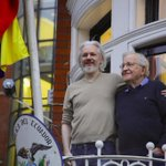 bellabbraccio: Julian #Assange e Noam #Chomsky in ambasciata (HT #WikiLeaks) https://t.co/HXkuHxnnjq