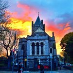 Dramatic sunset in #Dublin this evening makes it look like Christchurch cathedral is on fire! #nature http://t.co/YdK3D92rMZ