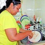 #PAÍS Presidente Correa sociabiliza la afiliación de amas de casa. http://t.co/NYDP9qSu6E http://t.co/wJsV3XR0aZ