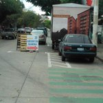 @realjosefina @MovilidadJal @SeInformativa quién o quiénes harán respetar estás ciclovias obstruidas en avenida lapaz http://t.co/YjhnpPGDFc