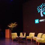 100ste #milieucafe staat op het punt te beginnen. Proficiat #mc100 http://t.co/Nr5r9nXhSm