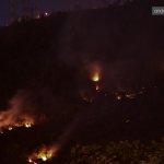 El incendio continúa ): #CerroAzul #incendio @eluniversocom @BomberosGYE http://t.co/TncTJa8BBE