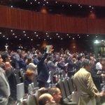 El PRI de pie celebra la defensa de @Leobardo_Alcala respecto al conflicto de interés de la #CasaBlancaEPN http://t.co/voL0q0naLo