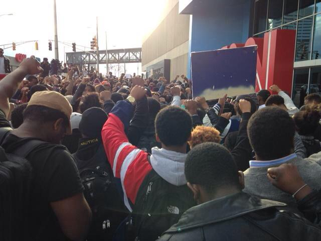 Crowd gathered at the CNN Center in Atlanta. March started at Morehouse College. #Ferguson | Photo: @11AliveNews http://t.co/rK4SSbVFXh