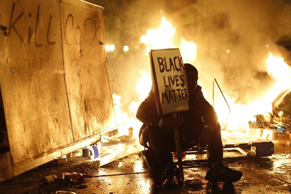 Michael Lee (@MrMichaelLee): The images coming from Ferguson are just, whoa... http://t.co/BGRNLknLUp
