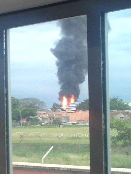 @anfegobe69 sigue creciendo la conflagración. por la fuerte explosion http://t.co/IDOLvYV4Fl