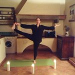 """What a fun yoga class at @PALAZZOBELFIORE tonight with """"Its Yoga"""", oooommmmmm #likeitlocal #florence http://t.co/cOfsj9BnaE"""