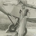 Sarla Thakral, the first woman pilot of pre-Independence India, 1936. She used to fly between Karachi & Lahore http://t.co/gFltfSGGWk