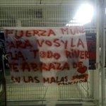 Bandera en apoyo a Gallardo x el fallecimiento de su madre ahora en la entrada del Monumental. http://t.co/IcpfUhJy5L