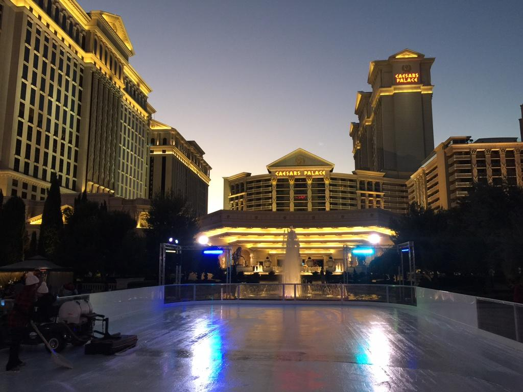 Live at @CaesarsPalace to show off their 'Chalet'..the largest outdoor skating rink in the Valley! @FOX5Vegas http://t.co/aEBdhjMazE