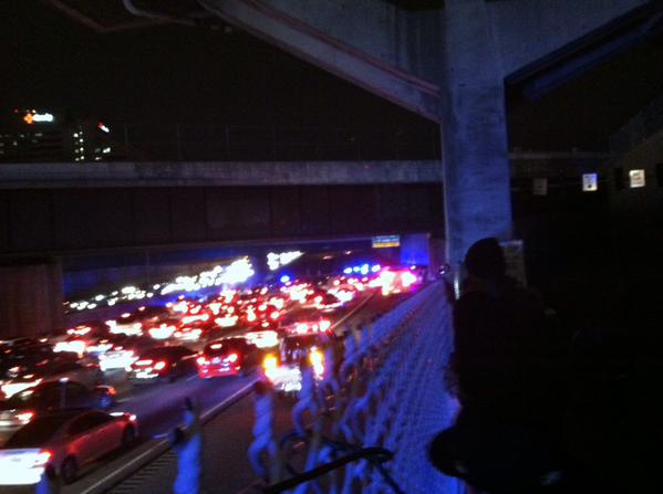 Heading thru Atlanta for Thanksgiving? Find a new route: Protestors have shut down 75 http://t.co/duS33zfvS9 http://t.co/YeSKqQxLyT