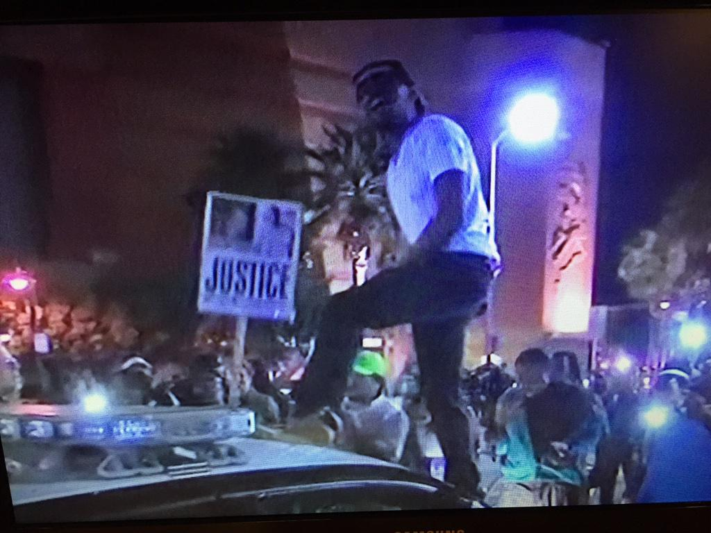 Protestors in LA standing on #chp cars as officers try to control crowd http://t.co/FdFVwcTiAk