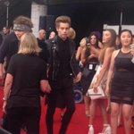 5SOS arriving on the red carpet at the #ARIAs ( via @StephHarris26 ) http://t.co/kDl4EjWxyE