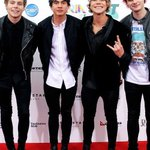 5SOS press photos on the Red Carpet #1-4 http://t.co/gbBfpXA95l