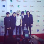 The moment Twitter has been waiting for. @onedirection are in the building!! #ARIAs #OneDirection http://t.co/YUePjCP894