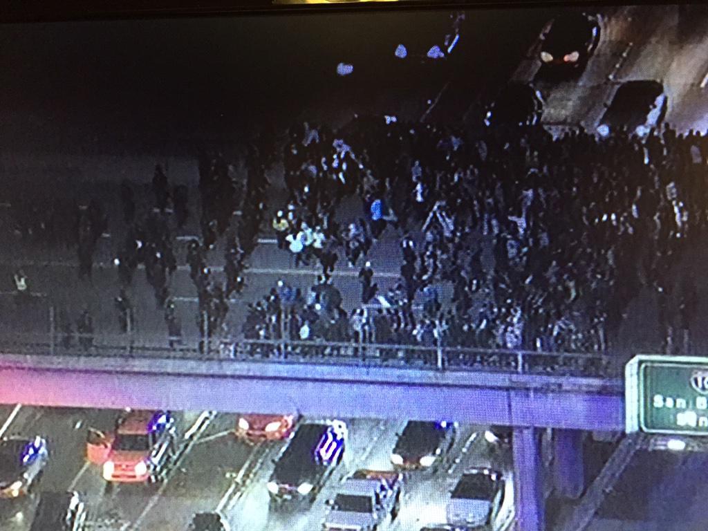 #lapd has #ferguson protestors bookended on Grand Ave overpass of 101. Traffic N&S 101 still blocked. http://t.co/ZboIvaPbl8