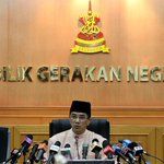 We are still giving you RM200,000 so be 'grateful', @AzminAli tells Selangor BN reps http://t.co/nUFHtREQIV http://t.co/vP82KU3qja