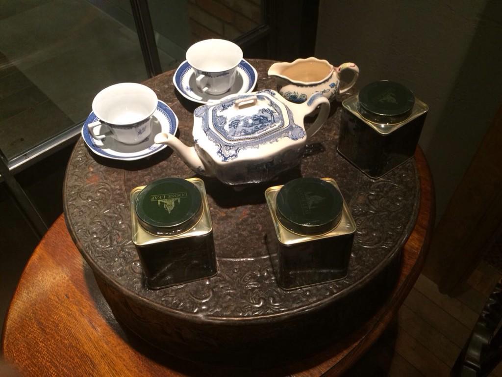 최근 개소한 명동 눈스퀘어 6층 '디어소피' 티 살롱입니다. http://t.co/S1SbKZ5cVt
