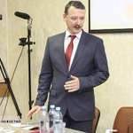 Стоило ли убивать 4 тыс. человек на Донбассе, чтобы создать очередное маргинальное политическое движение? http://t.co/JtGQLe8yTd