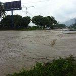 Lluvias inundan calles de #SanPedroSula http://t.co/tfuf0xlGg5 Envíanos tu foto reportando las inundaciones. http://t.co/93BPh3mnmJ