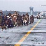 В аэропорту Игарки пассажиры толкали по льду самолет, чтобы он потом взлетел. Живут же люди) http://t.co/OrASXJ9ODq