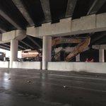 #TrafficALERT: Crane stuck underneath I-275 overpass on SB Dale Mabry Hwy in Tampa. Avoid area! via @TampaBayTraffic http://t.co/Zqs6nOQNNZ