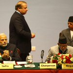 Indian PM @narendramodi looks on as Pakistani PM @MaryamNSharif returns after delivering his speech at #SAARC2014 http://t.co/HEFODmHDs2