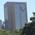 #LTenVivo: bomberos intenta rescatar a trabajadores atrapados en andamio en Hotel Crowne Plaza http://t.co/Pk1w7ik8wL http://t.co/kpKP2QIBnI