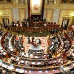 Congreso al completo. Debate para aprobar la subida de los parlamentarios y la jubilación con 7 años http://t.co/LUlXnLyBG6