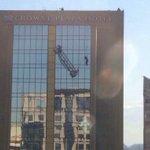 """""""@tvn_gonzalo: Hotel Crown Plaza. Bomberos asisten a trabajadores en riesgo. http://t.co/djBH7r75YK""""// Crowne"""