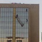 #LTenVivo: bomberos inicia rescate de los trabajadores en el Crowne Plaza http://t.co/NNpjSjoXYs http://t.co/yUPeetvsp6