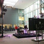 De studio @HagaZiekenhuis is gereed gemaakt voor #OperatieLive vanavond @OmroepMAX. Presentatie @chgroenhuijsen http://t.co/MUPDm4kf1p