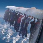 РУССКАЯ ТЕХНИКА. Все было именно так, как мы говорили. Пассажиры толкали самолет в ходе всего рейса http://t.co/8oqnBcq5J3