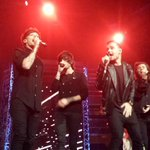 ONE DIRECTION JUST PERFORMED AT THE ARIAS http://t.co/1xXENCDEJr