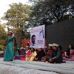 #AAP Women Wing convener and ex-MLA Bandana Kumari addressing the gathering at #WomenDialogue! http://t.co/7DcJWZIX46