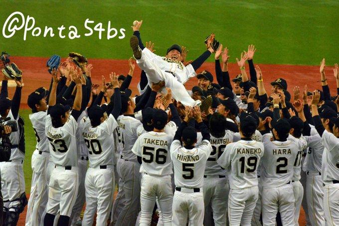 平井さん胴上げ!このチーム大好きだなあってなんか実感しちゃった笑 http://t.co/SfHQSD5uNd