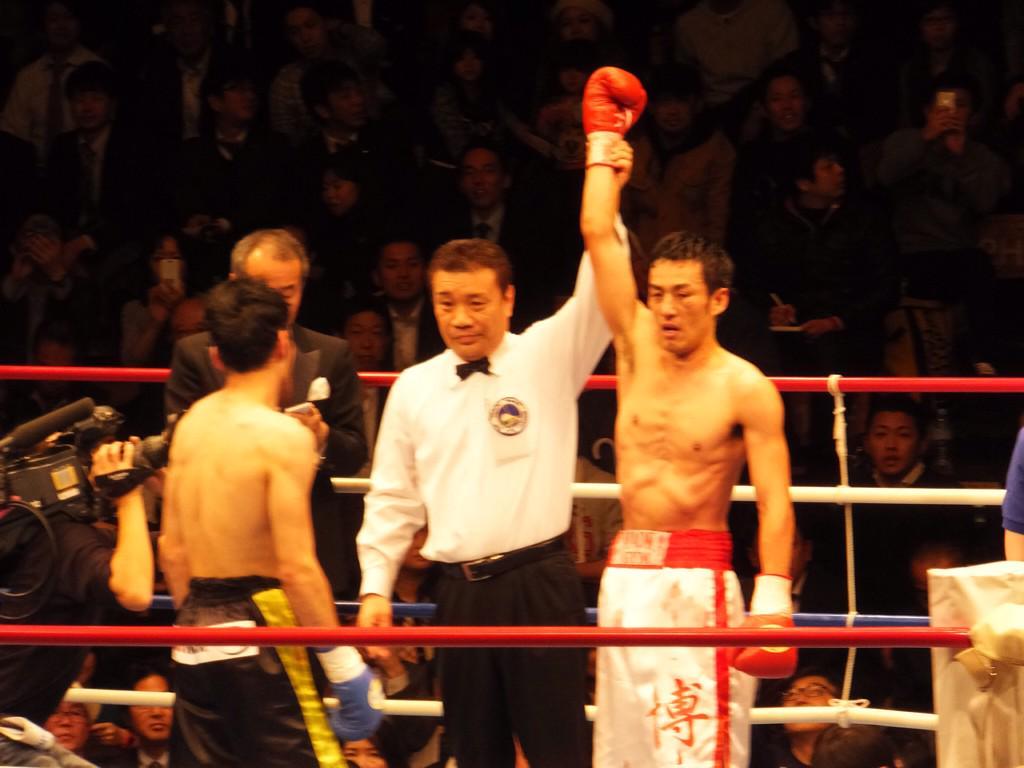 ロバート山本さん、ボクシングデビュー戦で見事TKO勝ち!おめでとうございます(≧∇≦) http://t.co/NQt9mdhytg